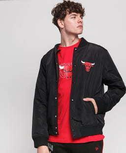 New Era NBA Team Logo Jacket Chicago Bulls černá