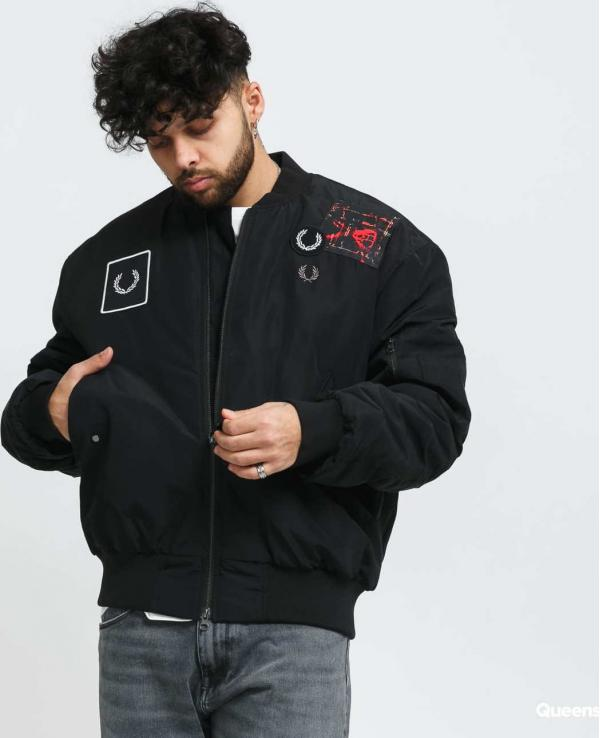 FRED PERRY Graphic Applique Bomber Jacket černá