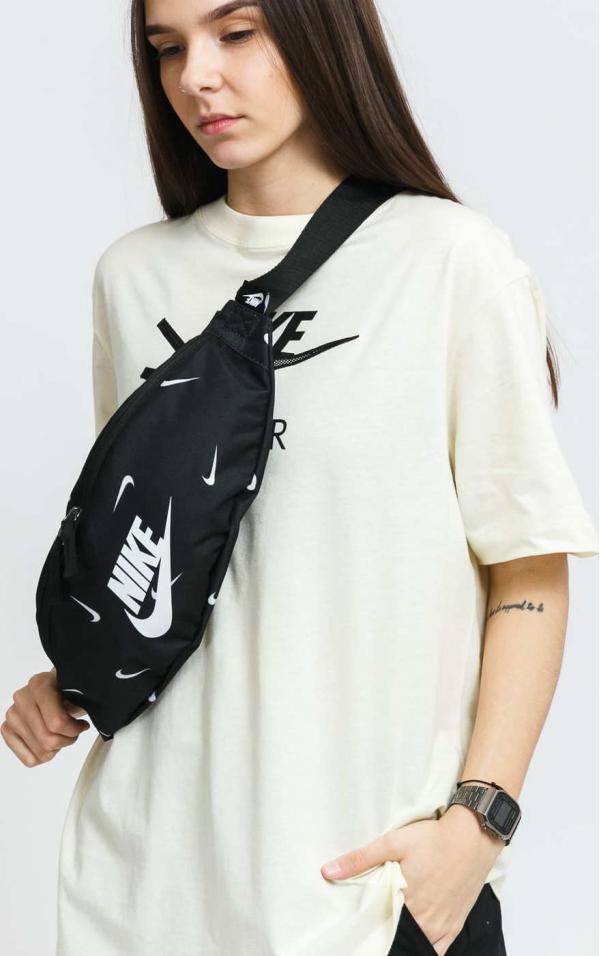 Nike NK Heritage Hip Pack - AOP1 černá / bílá