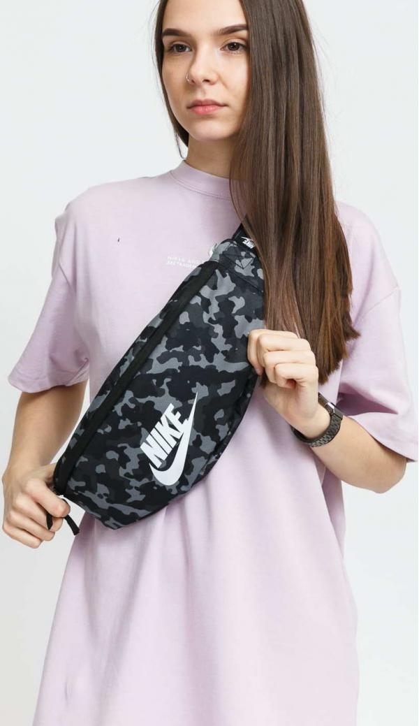 Nike NK Heritage Hip Pack - AOP2 camo černá / šedá